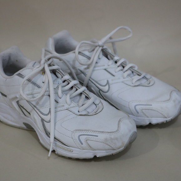 Nike Shoes - Woman's Nike White Tennis Shoes 10.5